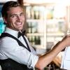 Conoce las 10 cualidades esenciales de un buen camarero