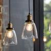 ¿Luz íntima o luz intensa en un restaurante?