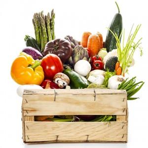 Caja de verduras recién cogidas