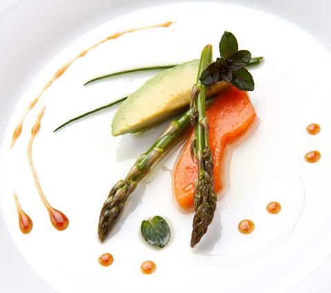 Decoraci n minimalista en los establecimientos de for Decoracion de platos gourmet pdf