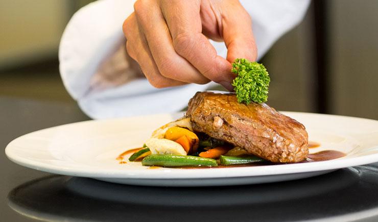 Ideas novedosas para presentar platos ehosa productos - Decoracion de platos ...