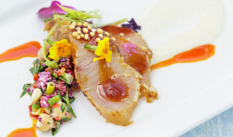 C mo decorar platos con flores comestibles ehosa for Decoracion de platos gourmet pdf