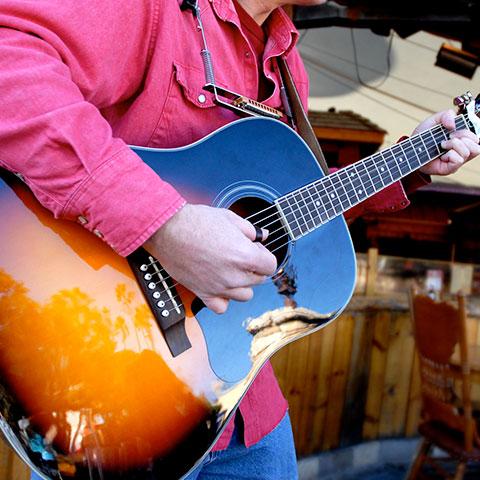 la musica en los bares y restaurantes